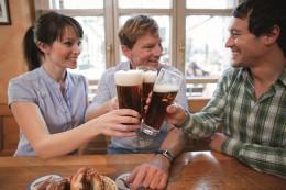 Weltgenusserbe Bayern Mit Bier anstoßen