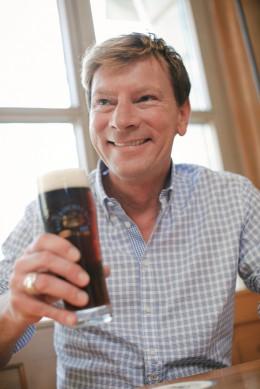 Weltgenusserbe Bayern Mann mit Bier