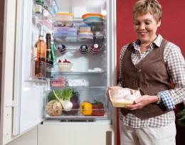 Frau Fleisch Kühlschrank Kühlkette einhalten