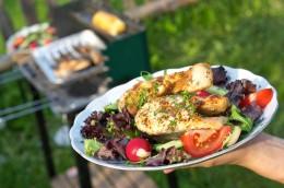 Grillteller mit Gemüse und Fisch
