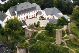 Luftansicht vom Schlosshotel Kronenburg