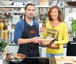 Küchenchef Achim Ellmer und Roberta Bieling in der essen & trinken Küche