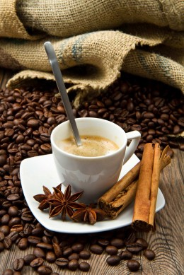 Kaffee mit Aroma und Gewürzen