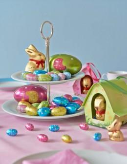 Zum Osterhasen gesellen sich dies Jahr bunte Hennen und Eier.