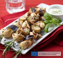 Champignonspieße mit Basilikum-Mayonnaise