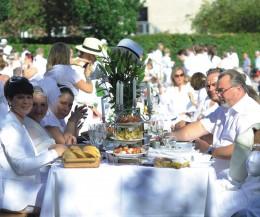Weißes Dinner in Hamburg