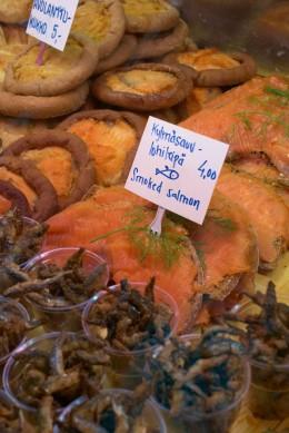 Finnische Fischspezialitäten auf dem Markt