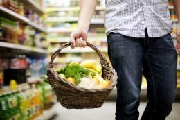 Einkaufskorb Mann Supermarkt Shutterstock 126187613