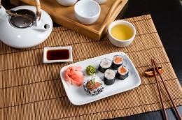Zum Sushi wird traditionell Tee getrunken
