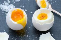 Frühstückseier hart und weichgekocht