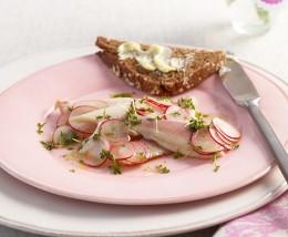 Vorspeise für ein einfaches Ostermenü: Räucherforelle mit Radieschen-Vinaigrette
