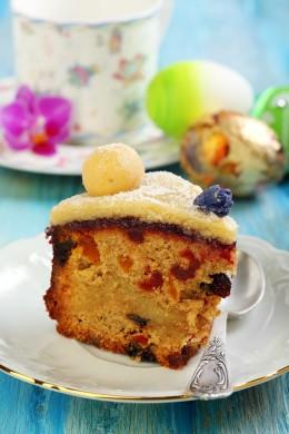 Getrocknete und kandierte Früchte befinden sich im Inneren des Simnel Cake