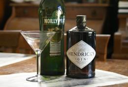 Gin, Wermut, Martiniglas: Die Basis für den Dry Martini