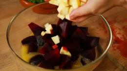Einfach lecker, Anne Lucas, Rote-Bete-Apfelsalat mit Ziegenkäse-Crostini