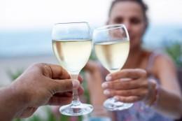 Gute gekühlt am besten: Weißwein im Sommer