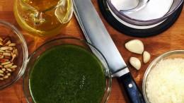 Pesto ist schnell zubereitet und verfeinert viele Gerichte.
