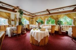 Jeunes-Restaurateurs-Jörg-Sackmann-Interieur-Restaurant-Schlossberg-Romantik-Hotel-Sackmann