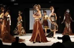 Beim Salon du Chocolat wird Mode aus Schokolade präsentiert