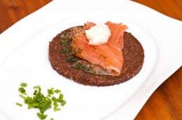 Graved Lachs ist eine Spezialität aus Skandinavien.