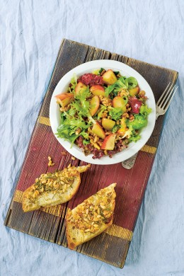 Walnuss-Salat mit Apfel aus dem Kochbuch Vom Glück gemeinsam zu essen