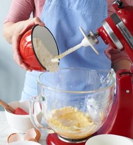 Teig für Träublestorte in Küchenmaschine zubereiten