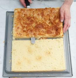 Kuchenboden für Bienenstich mit dem Sägemesser halbieren