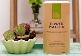 Grüne Power Matcha Balls mit einem Mix von Your Superfoods