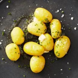 Neue Kartoffeln mit Butter