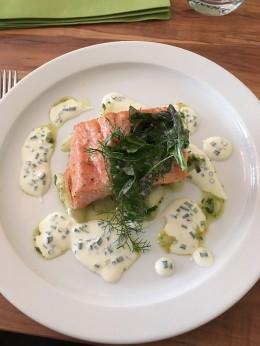 Vom ganzen Fisch bis zum heißgeräucherten Filet: Im Kochkurs von Miomente wird jeder Schritt gezeigt