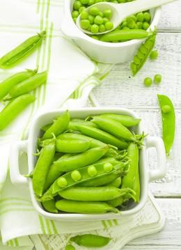 Erbsen, Hülsenfrüchte, grün, klein, rund, Erbsenschoten, auslösen, Zubereitung von Erbsen