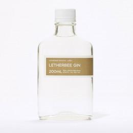 Mit klassischer Wacholdernote: Letherbee Gin