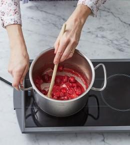 Backschule, Profiteroles-Erdbeer-Torte, Rezept, Backen, wie macht man, Torte, Windbeutel, Profiteroles, Erdbeeren einkochen