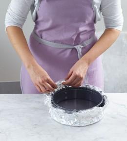 Backschule, Backen, wie macht man, Cheesecake mit Kirschen, Käsekuchen, Form vorbereiten, Springform abdichten