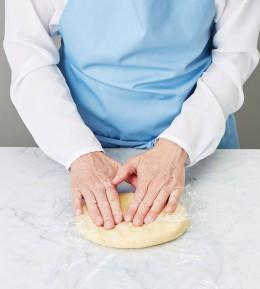 große Backschule, wie macht man, anleitung, schritt für schritt, backen, rezept, mohn-brombeer-kuchen, obstkuchen, mürbeteig, kuchen, streusel, teig zubereiten