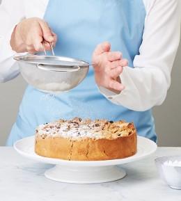 große Backschule, wie macht man, anleitung, schritt für schritt, backen, rezept, mohn-brombeer-kuchen, obstkuchen, mürbeteig, kuchen, streusel, kuchen mit puderzucker bestäuben