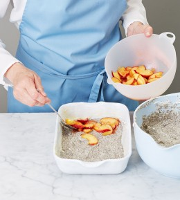 Mohnauflauf mit Pfirsichen, fruchtiger Auflauf, süßer Auflauf, süß, Pfirsich, Auflauf mit Pfirsichen belegen