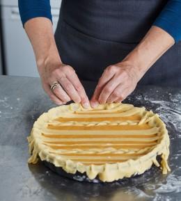 kochschule, wie macht man, anleitung, schritt für schritt, how to, Pie, Kürbis-Pie, Teig festdrücken