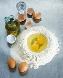 Lasagne, Zutaten, Eier, Mehl, Öl, Salz, kaltes Wasser