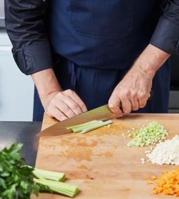 wie macht man, anleitung, schritt für schritt, kochschule, sülze, geflügelsülze, gemüse schneiden