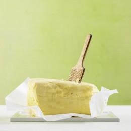 Ein frisches Stück Butter.