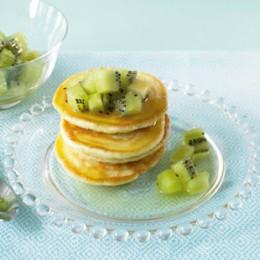 Kiwi mit Pancakes