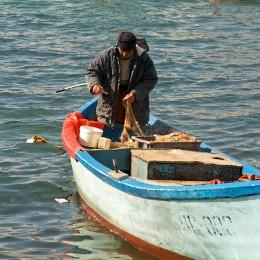 Bulgarischer Fischer am Schwarzen Meer