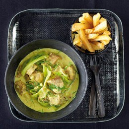 Brit-Curry mit Pommes frites.