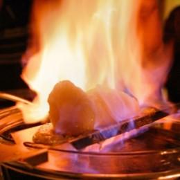 Feuerzangenbowle ihr besonderes Aroma durch mit Rum entflammten Zucker