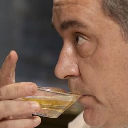 Ferran Adrià testet im Film einen Cocktail