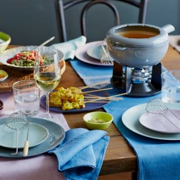 gedeckter Tisch für Fondue orientalisch