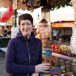 Claudia Muir in Marrakesch Markt Djemaa el Fna