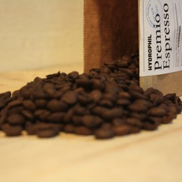 Wasserneutraler Kaffee mit Kaffeebohnen von HYDROPHIL