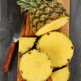 Ananas, Ananas vorbereiten, Ananas schneiden, Fruchtfleisch, Ananas schälen,