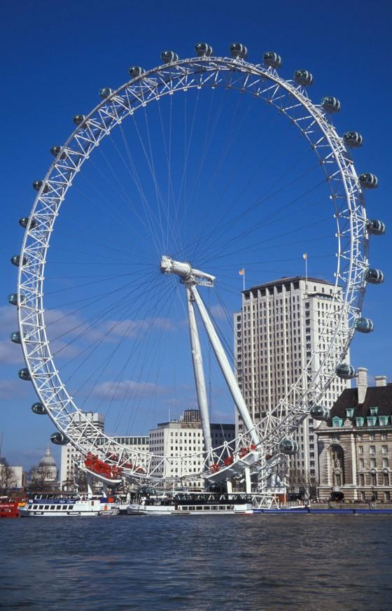 Weiteres Highlight Ihres London Trips: Das London Eye. Dieses Riesenrad ist eine weitere Attraktion von London, mit seinen 135 Metern Höhe ist es derzeit das höchste Riesenrad Europas.